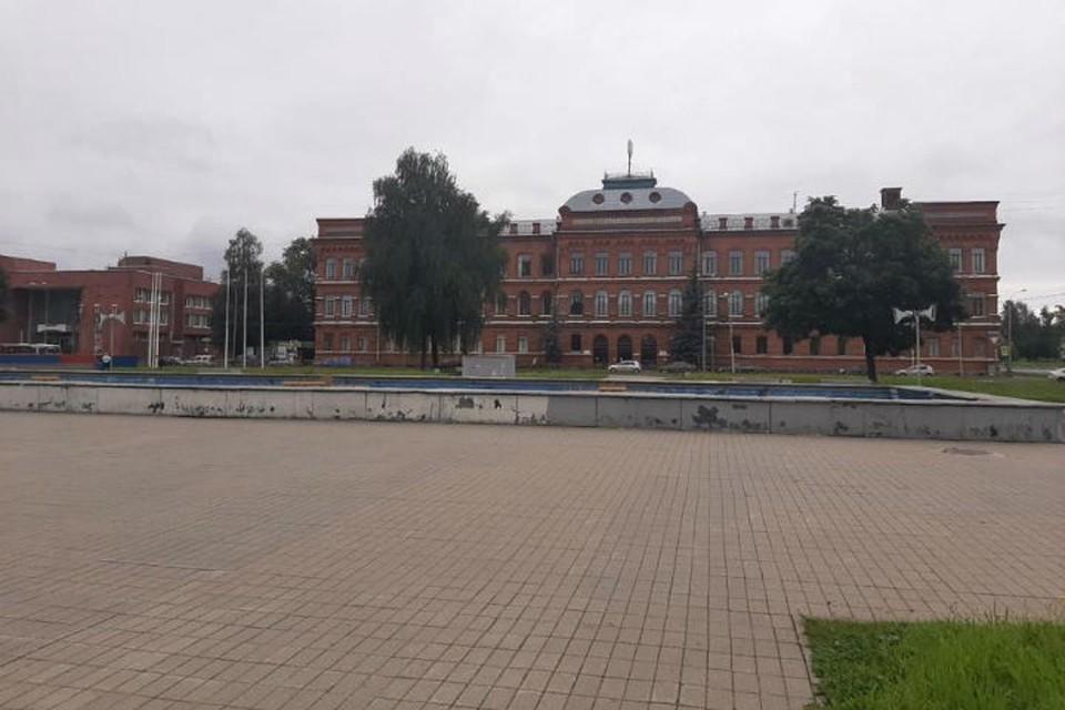 Большинство авторов проектов считают, что центром площади должен стать новый плоскостной фонтан