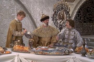 Готовим по-царски: Любимое блюдо Николая II - вареная птица с лапшой, а у Александра III - расстегаи с осетриной