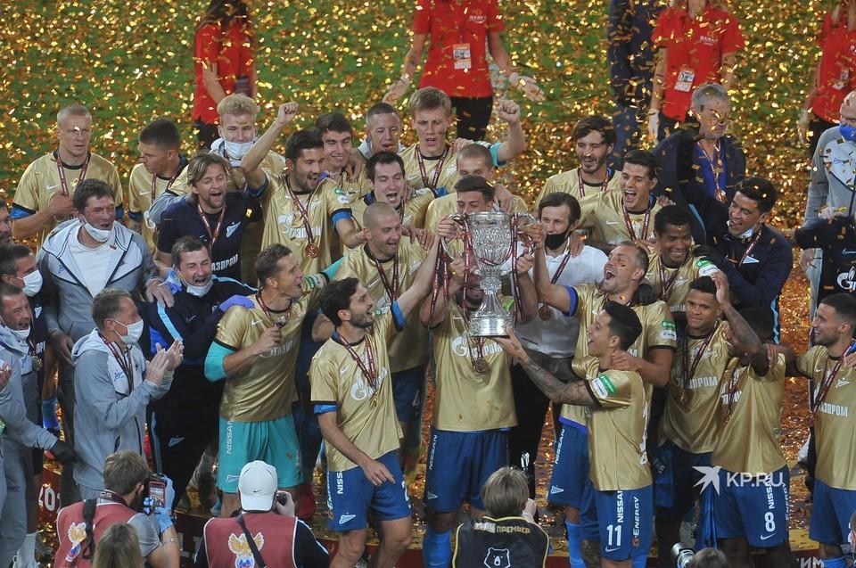 """Питерский """"Зенит"""" выиграл Кубок России по футболу."""