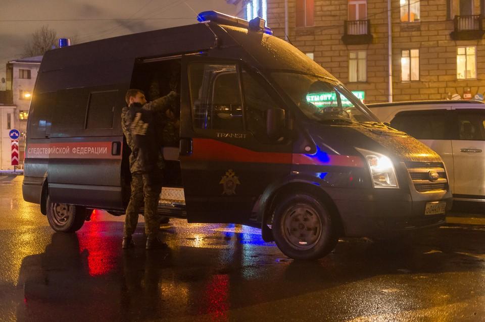 Расчлененное тело женщины нашли в чемодане под окнами дома в Петербурге