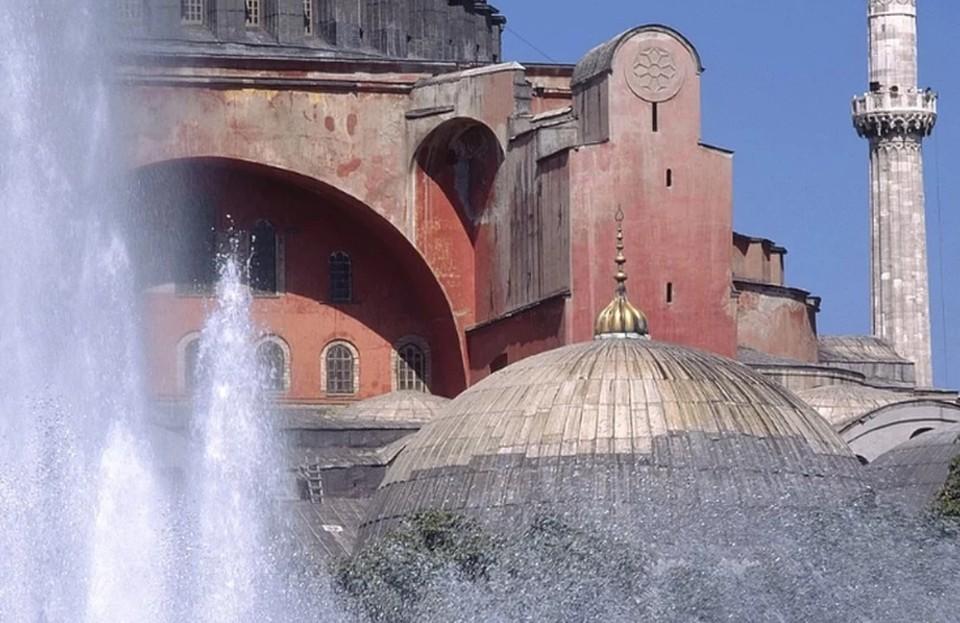 РПЦ призвала извлечь уроки из намаза в Айя-Софии и поджоге собора в Нанте