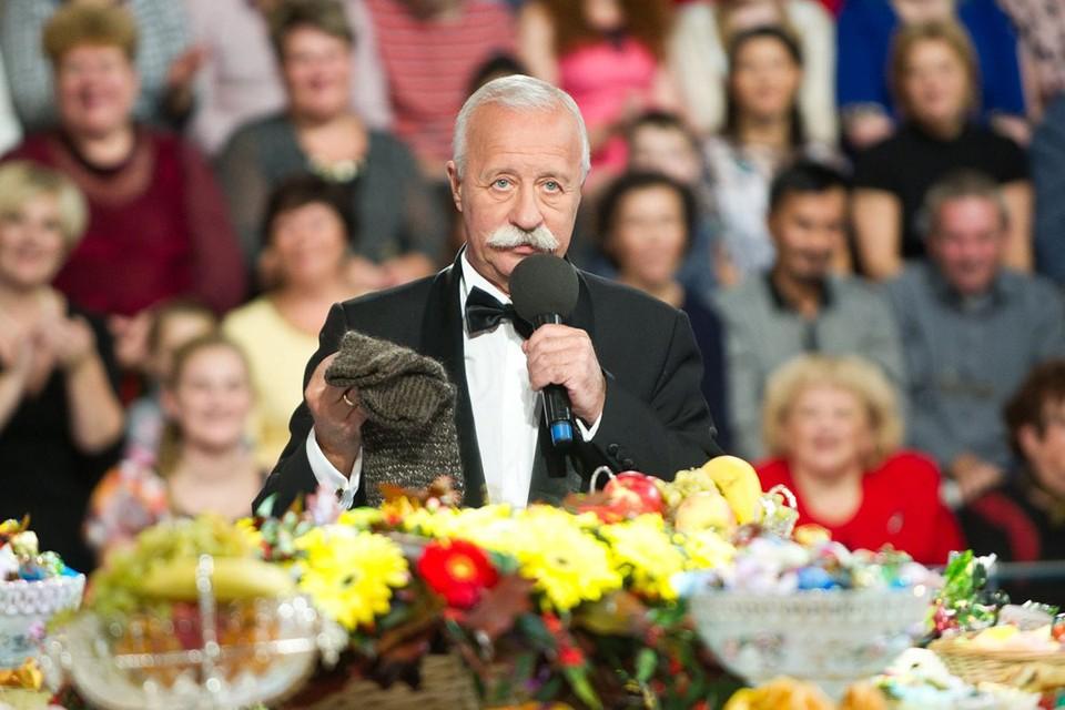 Совсем скоро телеведущему исполнится 75 лет — и он хочет встретить новый возраст с новым проектом. Фото: Первый канал