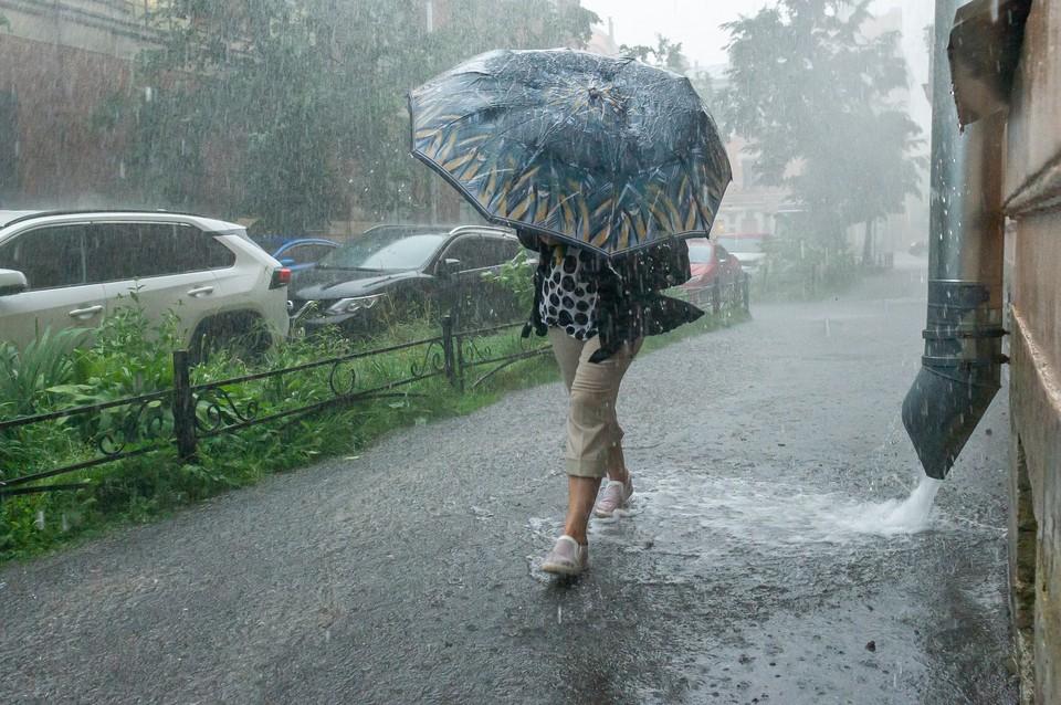Потоп из-за ливня в Петербурге 28 июля попал на видео