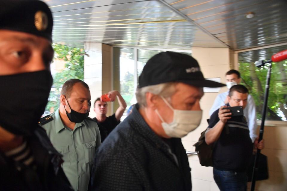 В Пресненском суде Михаил Ефремов впервые встретится с родственниками погибшего курьера.