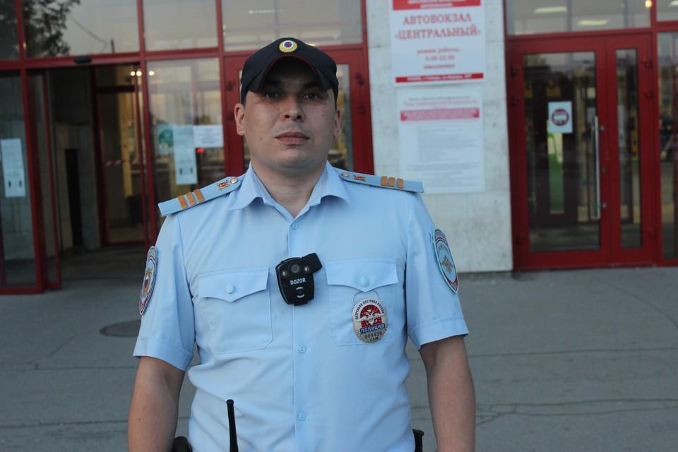 Самарский полицейский Рустам Шакуров обратил внимание на одинокого мальчика, который стоял рядом с автовокзалом