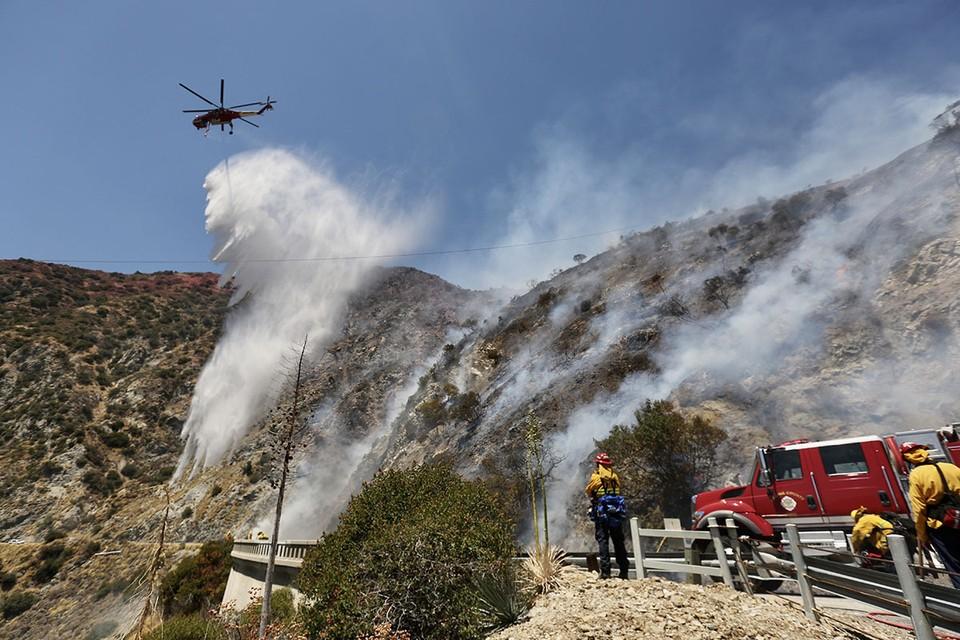 Калифорнийские спасатели эвакуировали 8 тыс. человек в округе Риверсайд. Причина эвакуации – бушующие лесные пожары, вплотную приближающиеся к жилым домам.