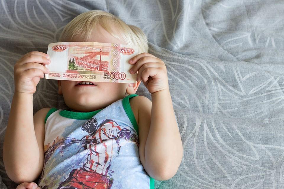 Социологи выяснили, как большинство граждан распорядилось деньгами, полученными от государства на поддержку семей во время пандемии