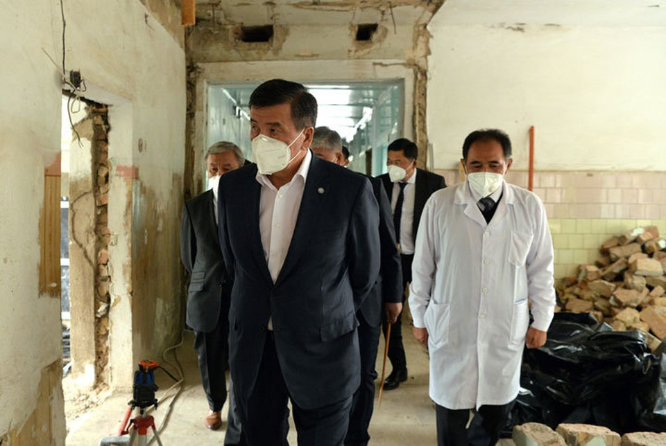В ведении Иссык-Кульской областной больницы есть два здания, нуждающиеся в капитальной реконструкции.