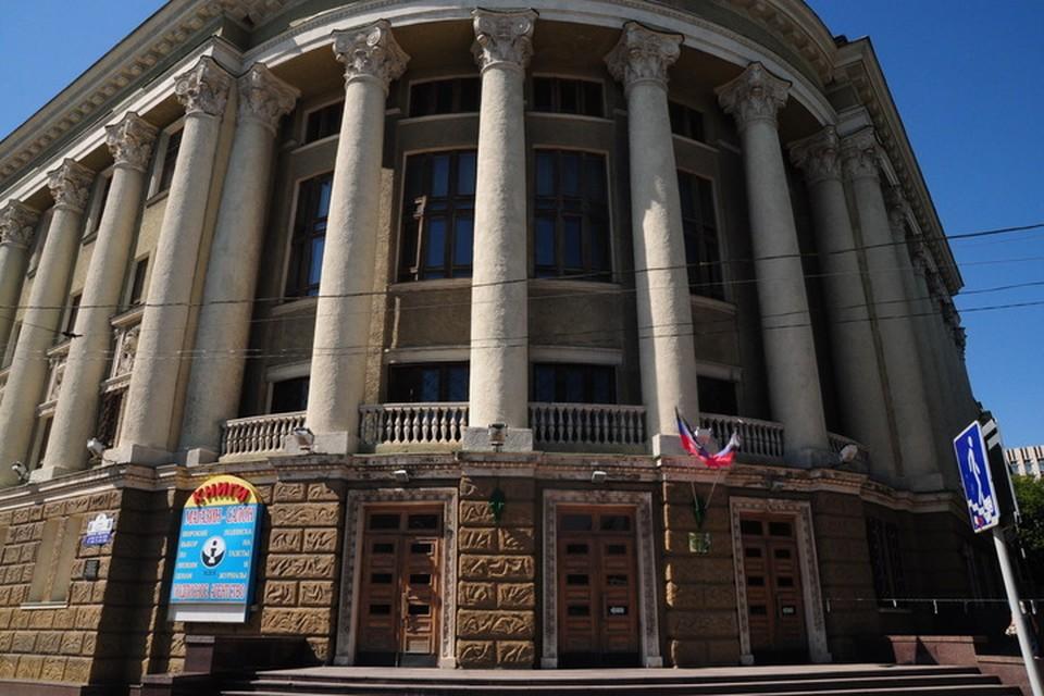 Доступ к базе электронной библиотеки России открыт в читальных залах библиотеки имени Крупской