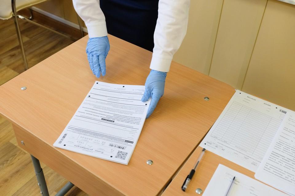 За нарушения при сдаче ЕГЭ двух петербургских школьников оштрафовали на 3 тысячи рублей каждого.
