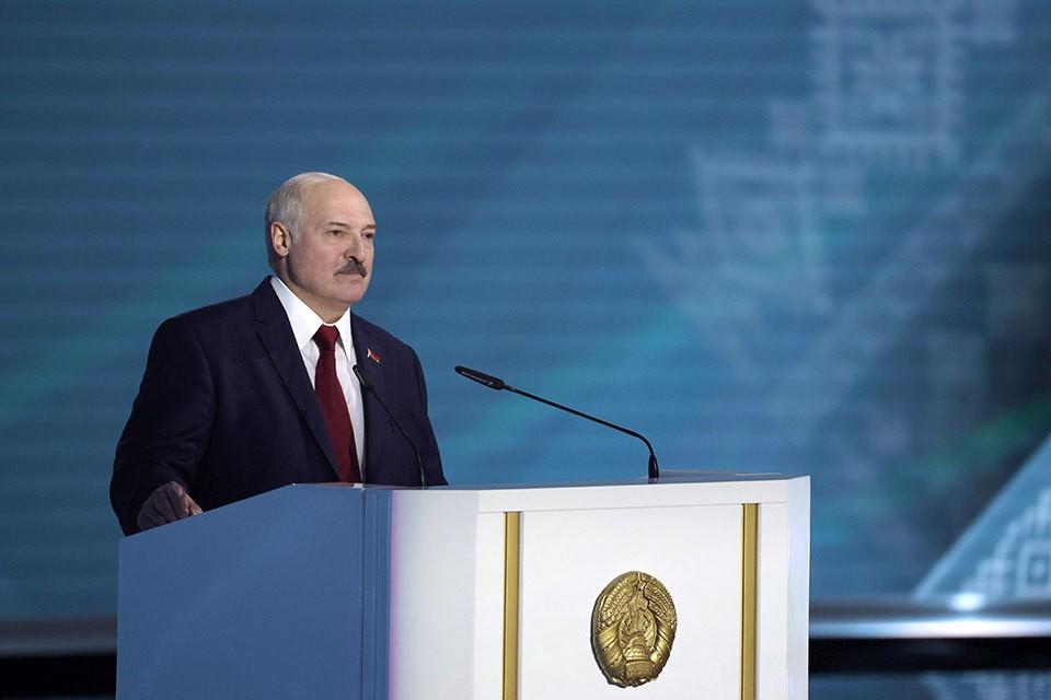 Александр Лукашенко за 5 дней до выборов президента Белоруссии выступил с посланием к народу и парламенту