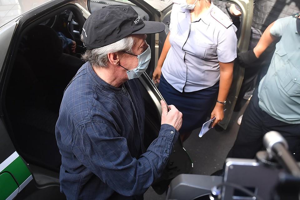 Михаил Ефремов перед началом судебного заседания 5 августа.