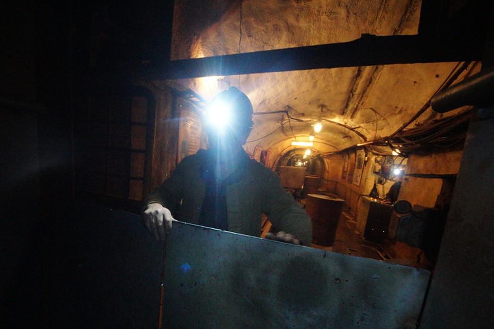 Труд шахтера часто сопряжен с опасностью.