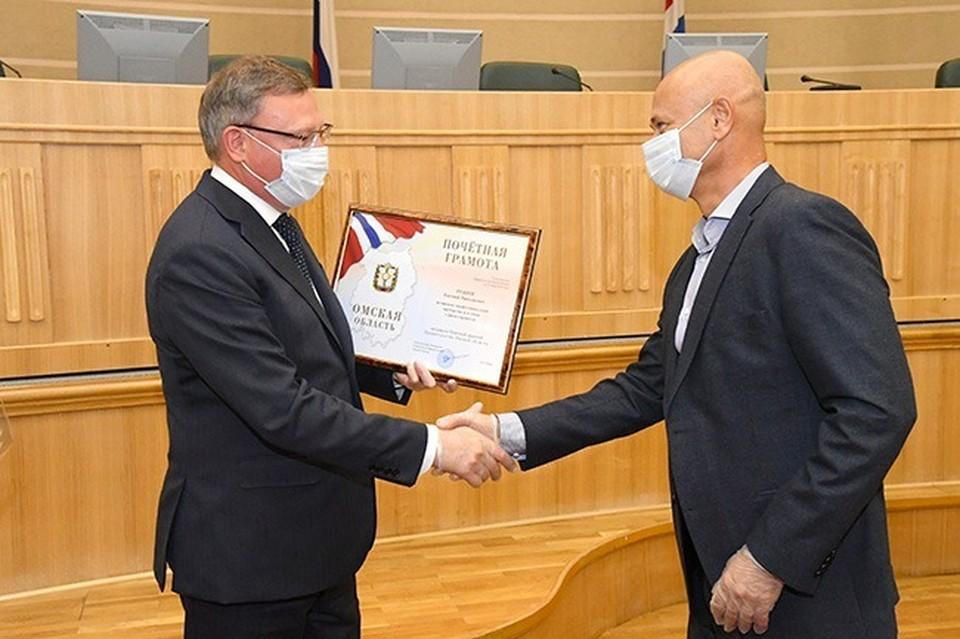 Губернатор Омской области Александр Бурков отметил заслуги более 20 строителей. Фото: Омская Губерния