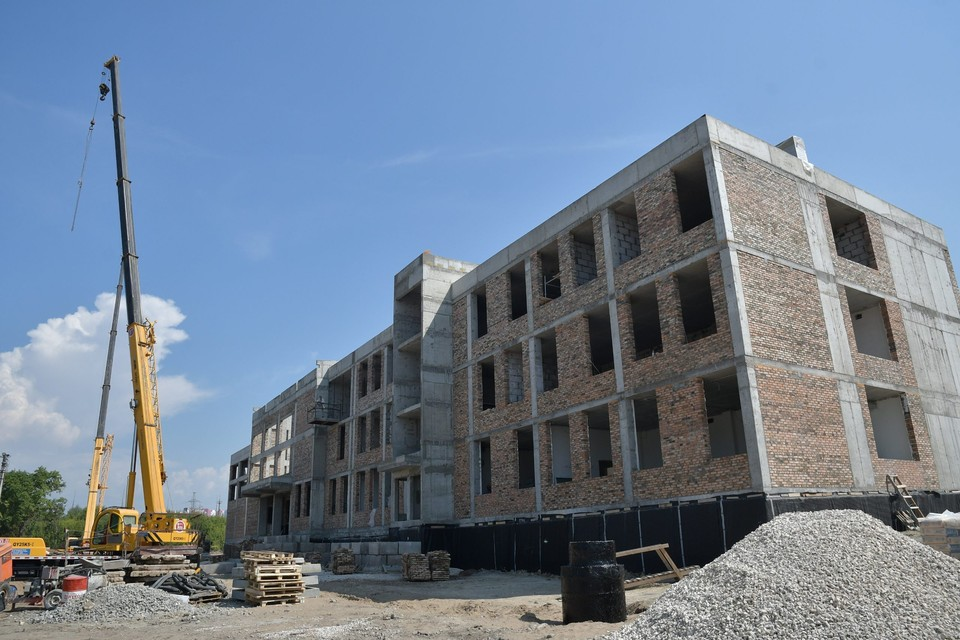 Школу строят очень быстро