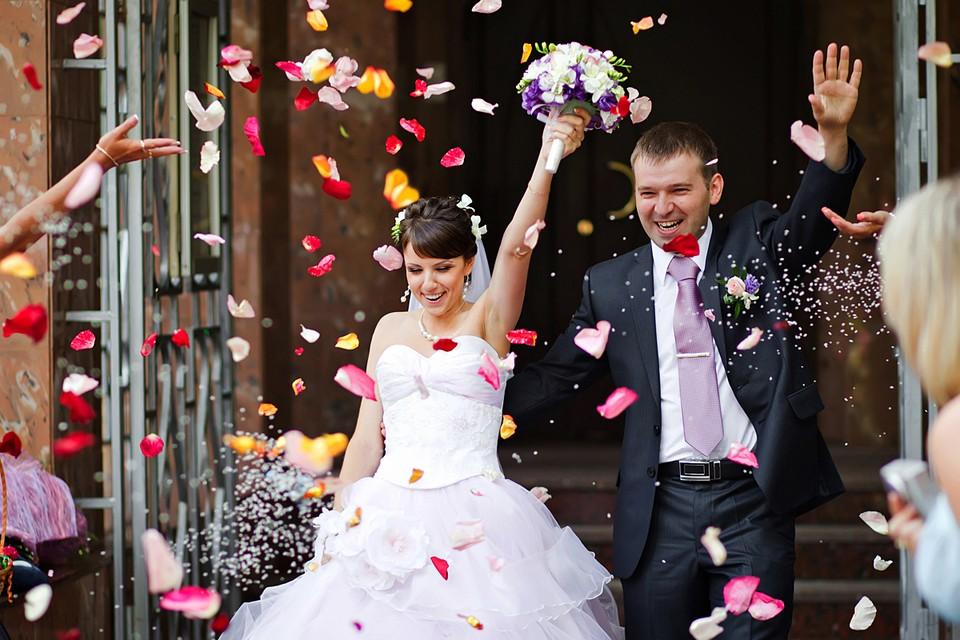 Август - один из самых популярных месяцев для свадеб
