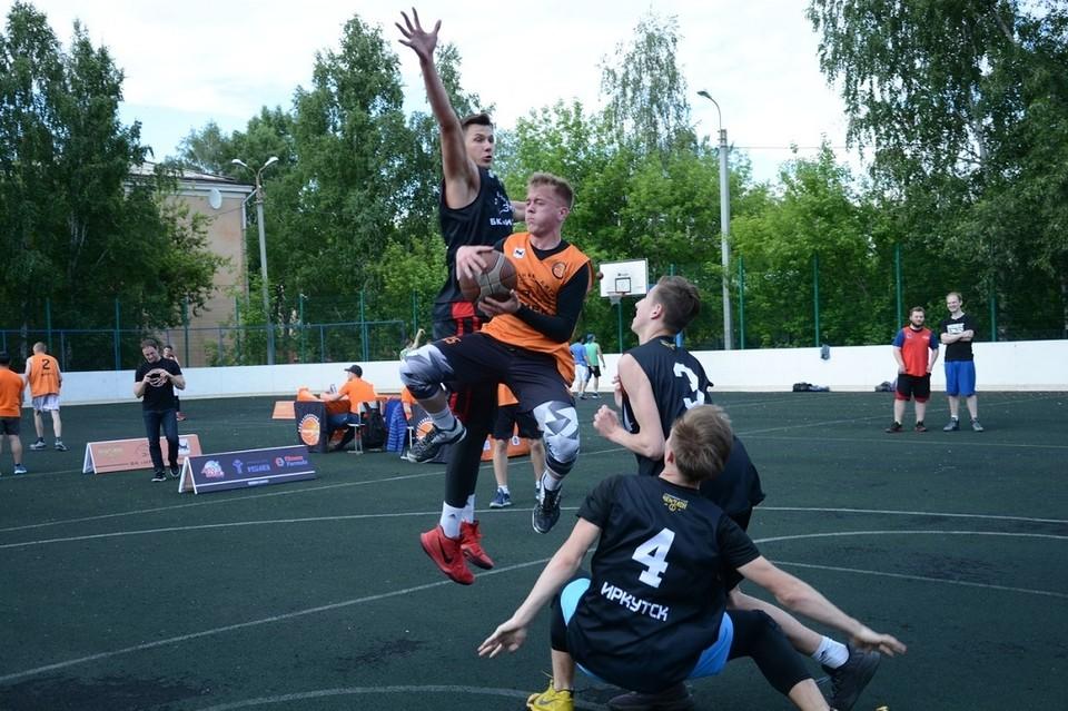 Стритбол в Иркутске: где научиться играть в уличный баскетбол, адреса школ, площадок для игр. Фото: Анны ПОПОВОЙ