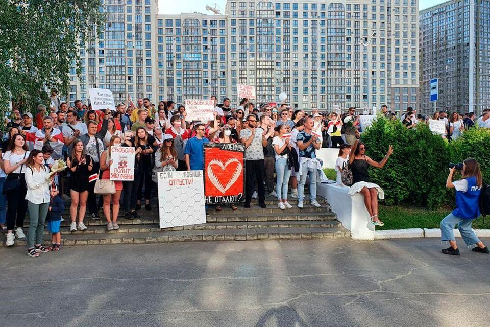 Около здания Государственного телевидения проходит акция протеста. Фото: КП-Беларусь