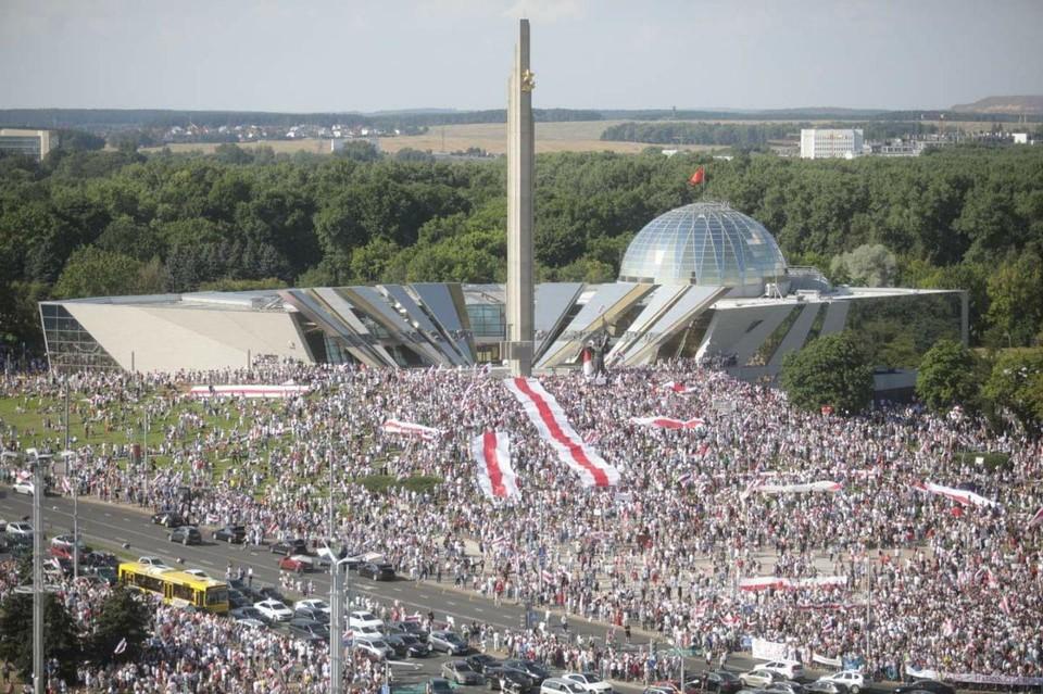 Противники Лукашенко собрали невиданный по массовости митинг