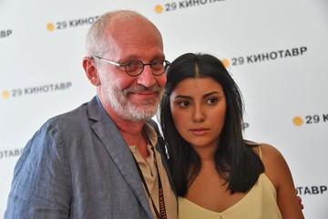 Секреты Полишинеля: Шон Пенн тайно женился, Александр Гордон тайно развелся, дочь Бодрова тайно вышла замуж