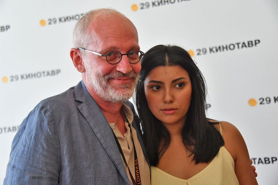 Александр Гордон тайно развелся с женой