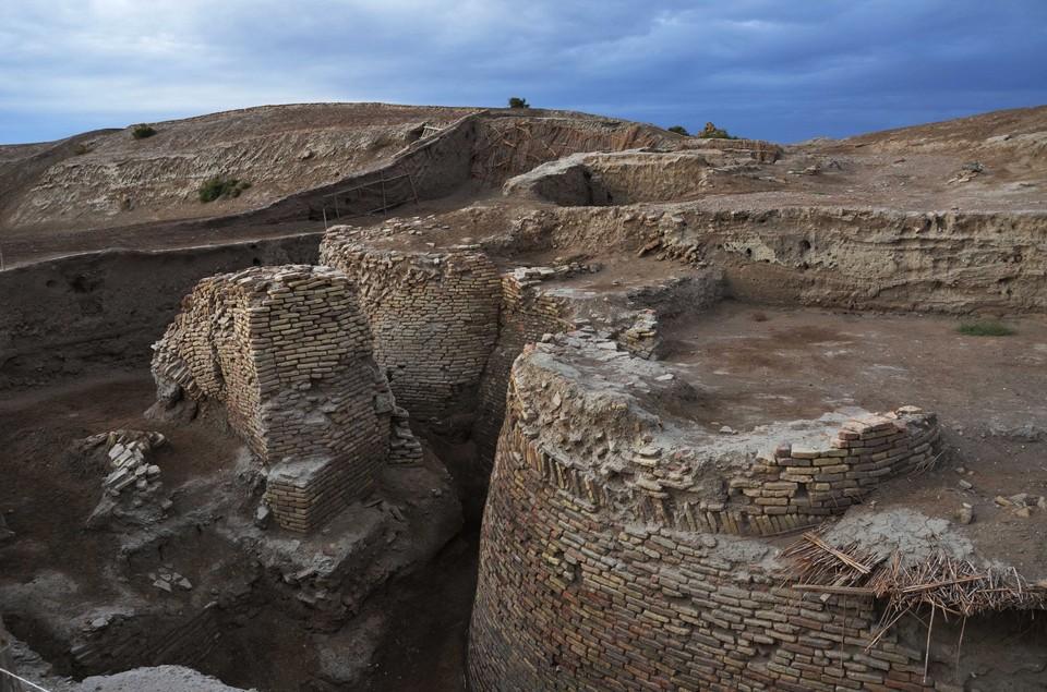 Останки главных ворот Отрары — родины аль-Фараби. Фото предоставил М.Б. Кожа.