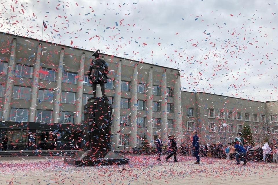 В Кингисеппе открыли памятник Петру I. Фото: Правительство ЛО