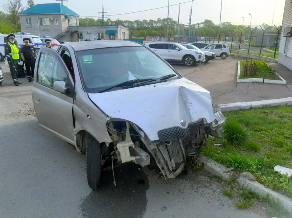 Владелец вышел из своей машины на несколько минут, чтобы сбегать домой за забытым мобильным телефоном. Фото: пресс-служба ОМВД России по Уссурийску