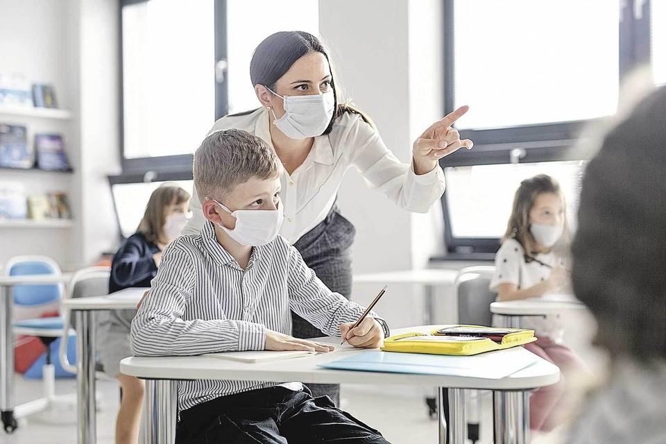 Если будет всплеск заболеваемости, то педагогов могут попросить вести уроки вот так.