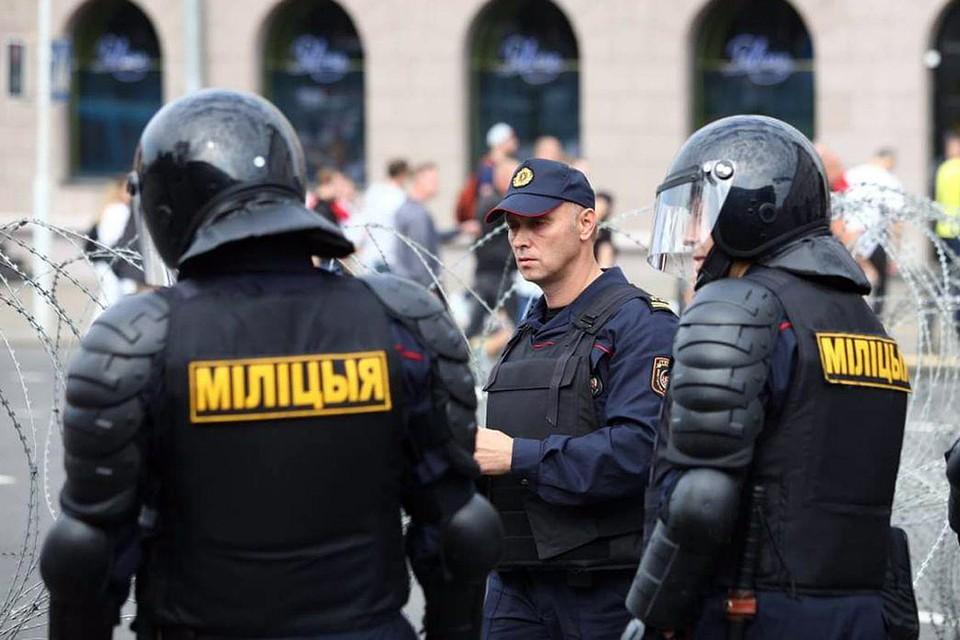 Правоохранители заблокировали почти всю прилегающую к площади Независимости территорию