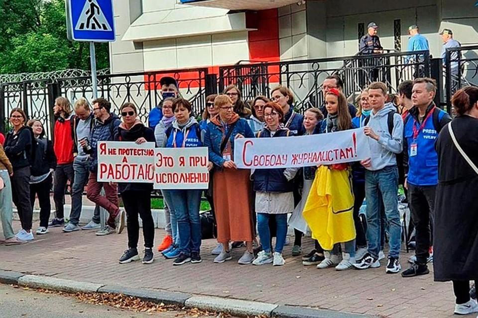 Задержанные журналисты «КП-Беларусь» почти сутки находятся в РУВД