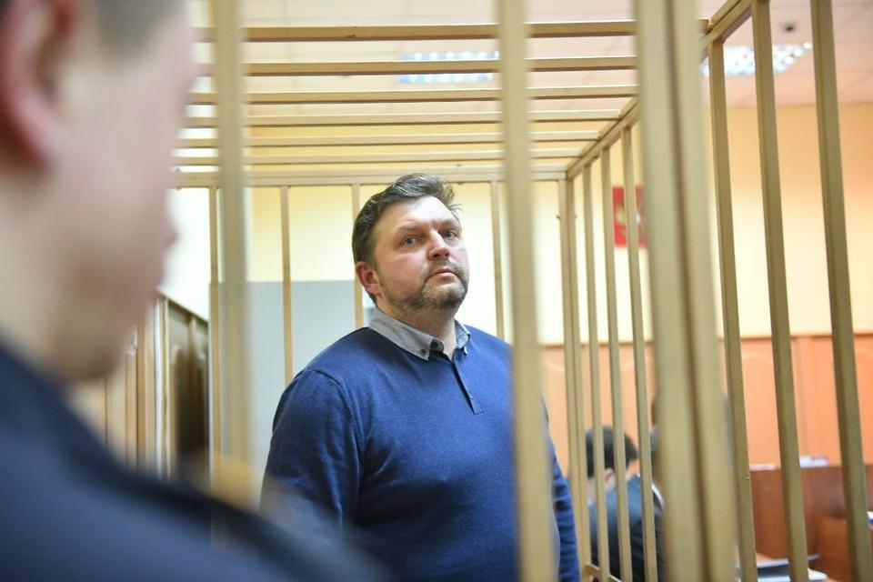 Бывшего губернатора Кировской области Никиту Белых, осужденного в 2018 году, привезли в Киров на допрос по уголовному делу.
