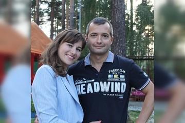 «Спасибо за поддержку и любовь»: летчик-герой Дамир Юсупов показал красавицу-жену