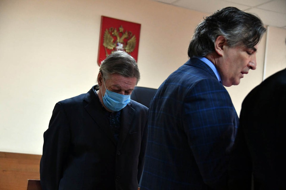 Пресненский суд Москвы приговорил Михаила Ефремова к восьми годам колонии общего режима.