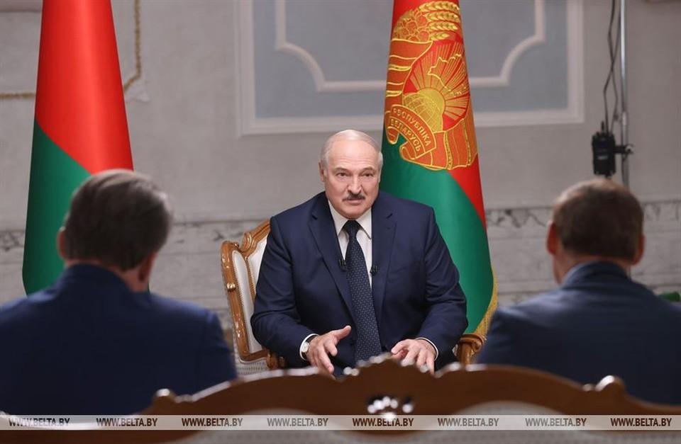 Александр Лукашенко во время интервью с представителями российских СМИ. Фото: БелТА