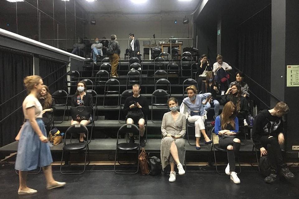 Вот так сейчас выглядит зрительный зал в театре. Соблюдаем социальную дистанцию!