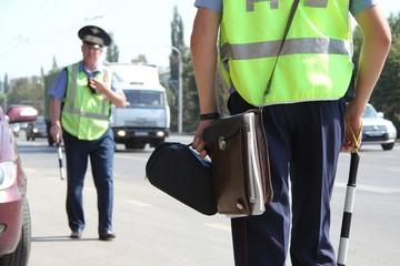 На Кавказе инспекторы защитили пост ДПС от вооруженных мужчин в масках