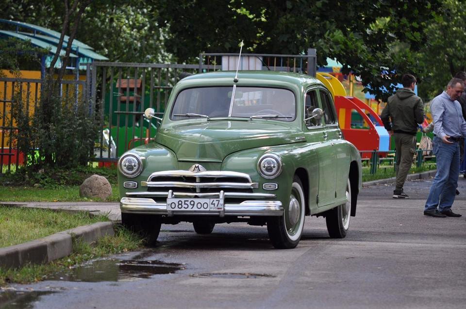 На свой участок Дрозденко символично приехал на раритетном автомобиле «Победа»