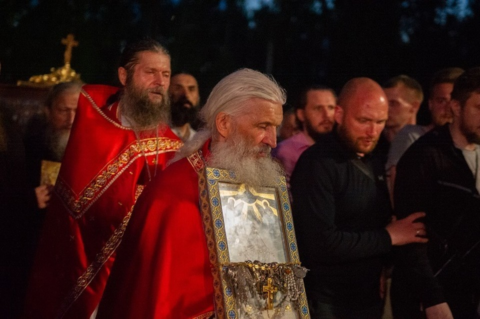 Бывший священник не собирается покидать стены захваченной им обители