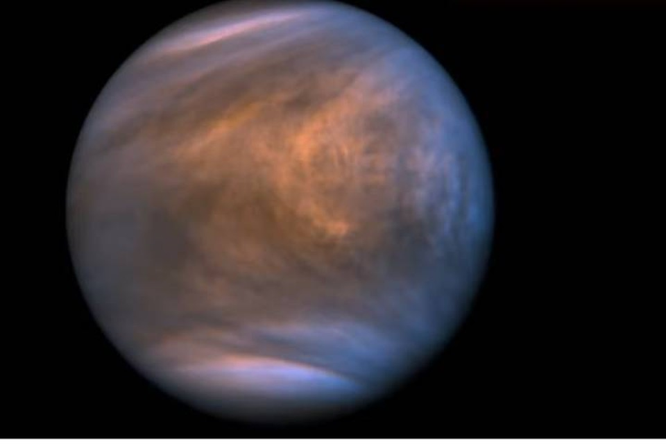 Венера - Планета Бурь. Похоже, она обитаема.