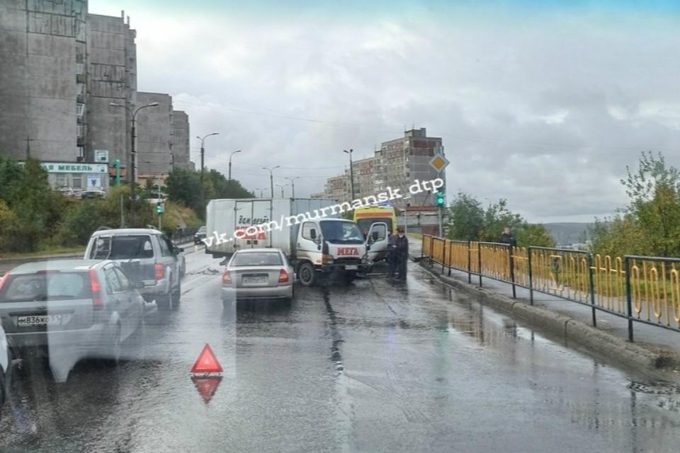 "Авария произошла на улице Старостина. Фото: ""Мурманск ДТП ЧП"""