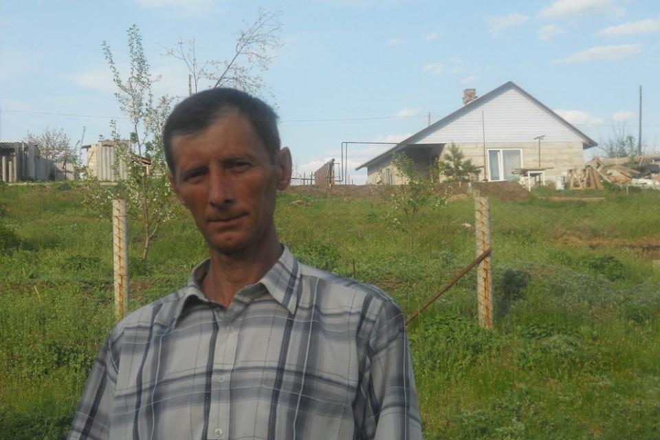 Иван Московкин надеется, что захоронения времен Хазарского каганата исчезнут с его участка и он не похоронит надежду построить красивый дом. Фото: Личный архив героя публикации