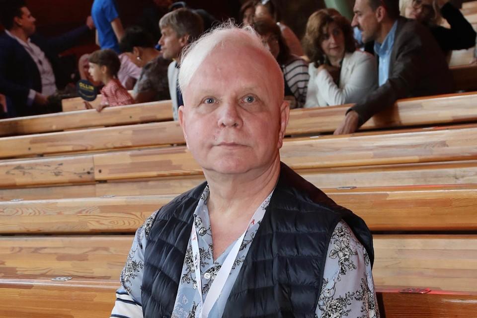 66-летний Борис Моисеев активный пользователь интернета. Но и он до сих пор не может привыкнуть к сплетням о своем «плачевном состоянии» - так теперь часто пишут о «несчастном, болеющем в нищете Борисе Моисееве».