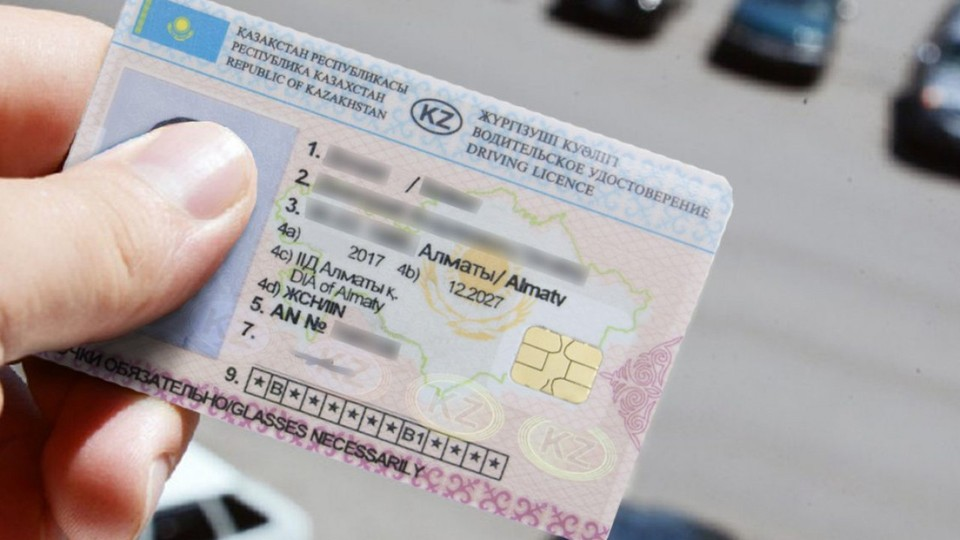 Группа лиц организовала незаконную выдачу водительских удостоверений через специализированный ЦОН.