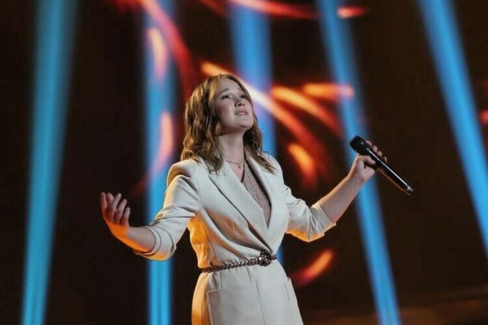 Диана Хасанова выбрала для первого выступления известный романс «Соловей». Фото: телеканал НТВ.