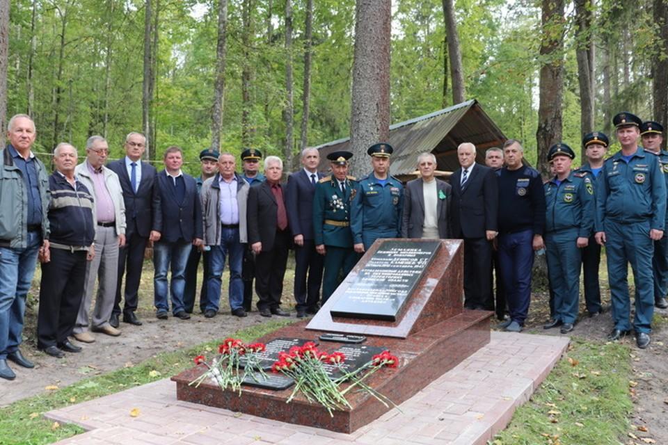 Мемориал посвящен партизанам-пожарным и милиционерам, которые сражались в годы войны в отряде имени Чапаева.