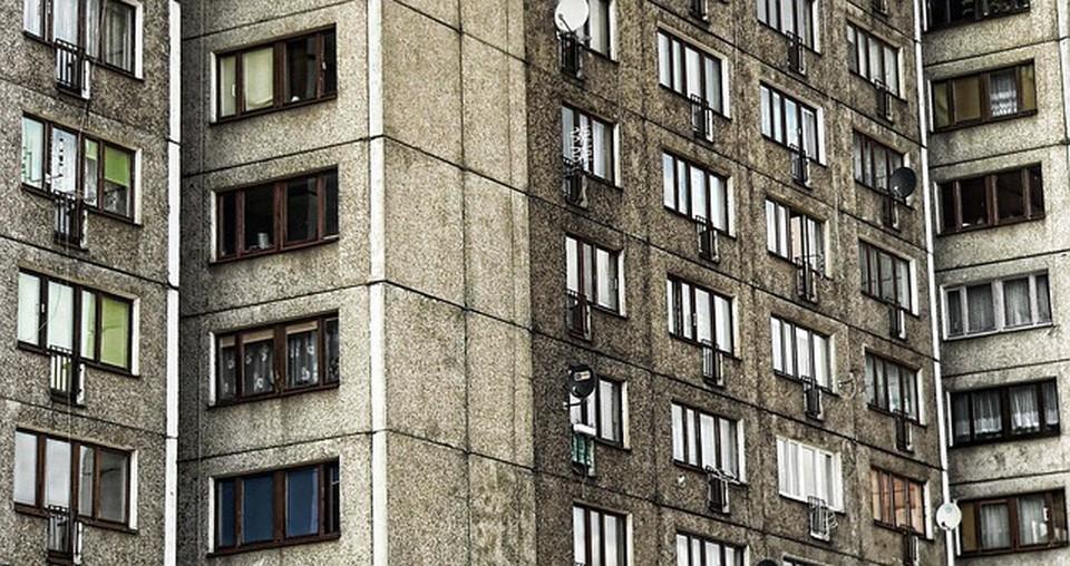 В Сургутском районе злоумышленник через окно проник в квартиру