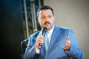 Украинских прокуроров на профпригодность проверили торговцы бананами