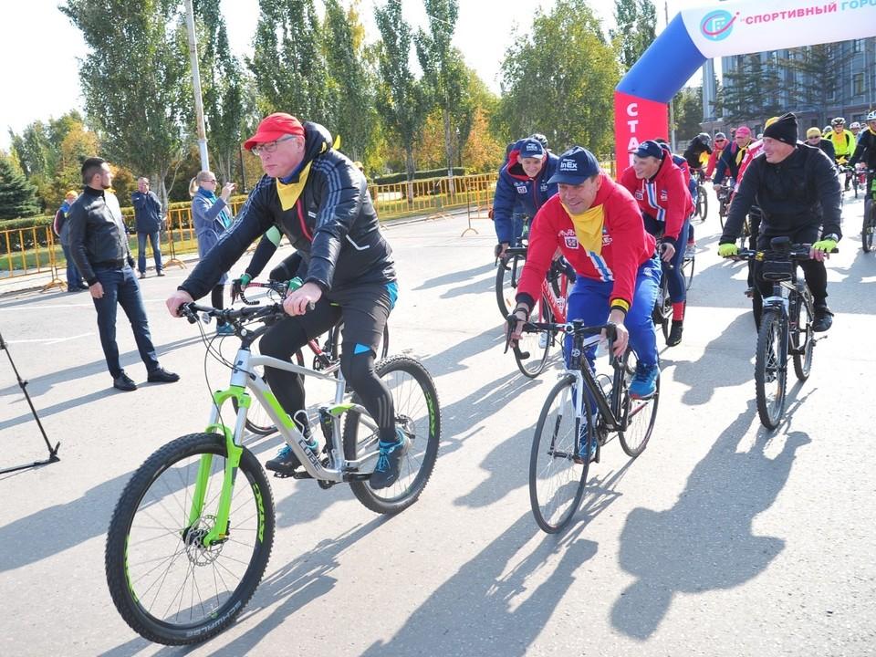 Бурков принял участие в велозаезде.