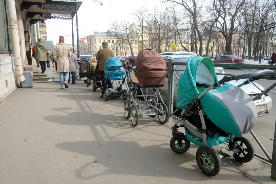 Ребенка бросили на улице Бутлерова